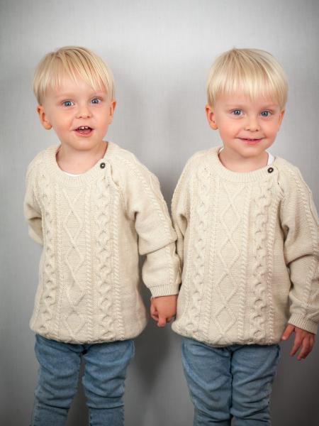 Twins cute 2 O